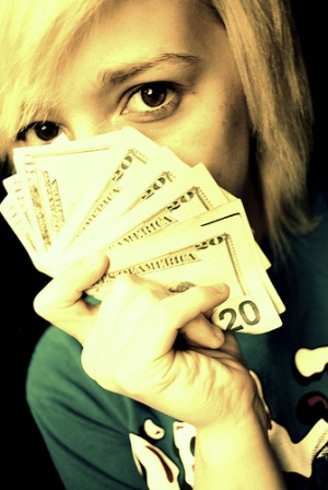 girl-with-cash