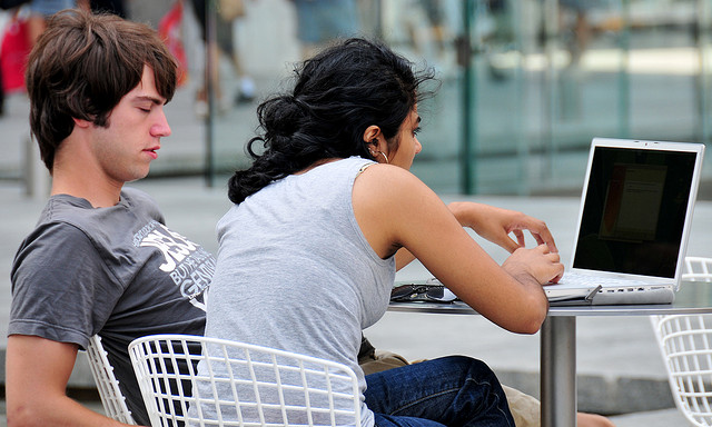 couple in laptop